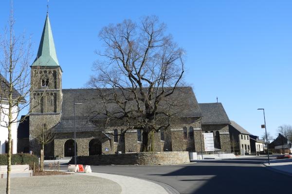 Neuer Kirchplatz Weywertz März 2020